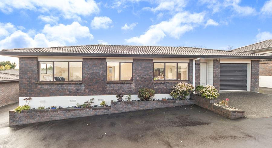 2/111 Sturges Road, Henderson, Auckland