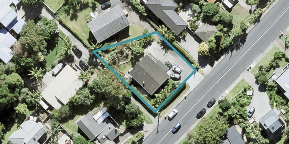 906 Beach Road, Waiake, Auckland