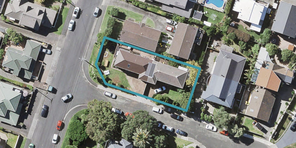 2/1 Milford Park Place, Milford, Auckland