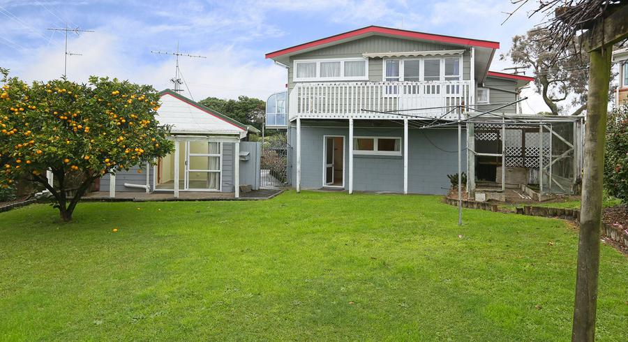 6 Meadow Crescent, Te Atatu South, Auckland
