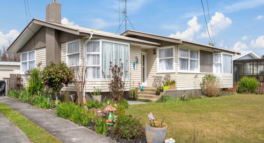 18 Fenruss Street, Fairy Springs, Rotorua