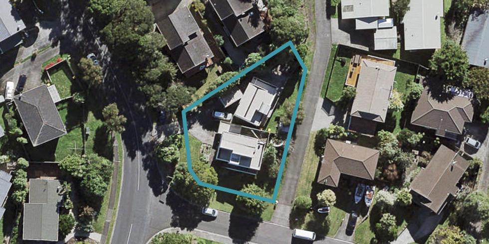 2/2 Valecrest Place, Bayview, Auckland