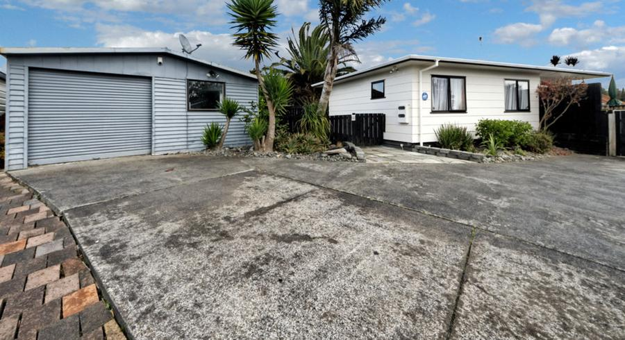 2/9 Applewood Drive, Henderson, Auckland